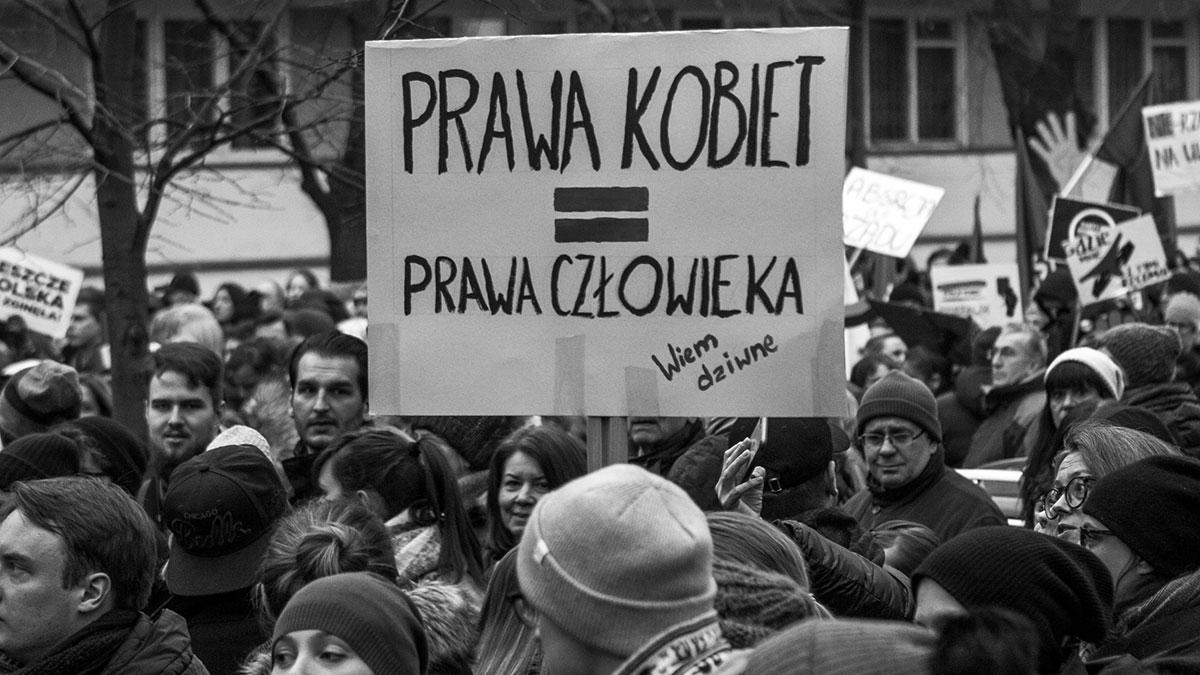 Czy Polska popiera dyskryminację i przemoc wobec kobiet?