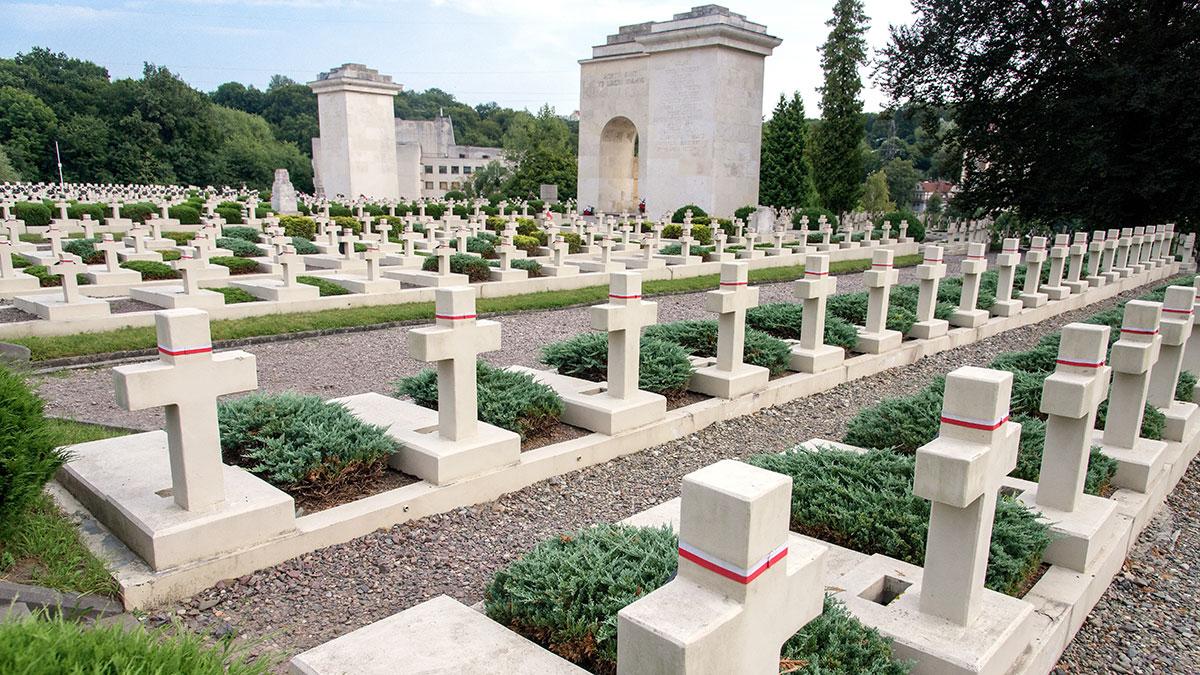 Przywrócone pamięci polskie groby, kwatery wojenne i cmentarze na wschodzie