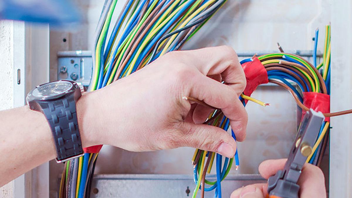 Polski elektryk w Nowym Jorku z Elbud Electrical