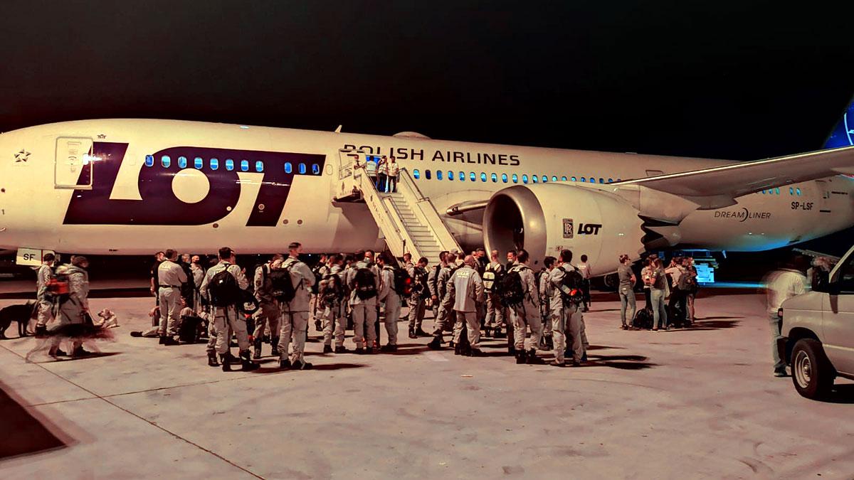 LOT z grupą ratunkową z Polski wylądował w Bejrucie