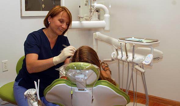 Leczenie stomatologiczne, kanałowe i protetyka na Greenpoincie u Bożeny Piekarz-Lesiczki