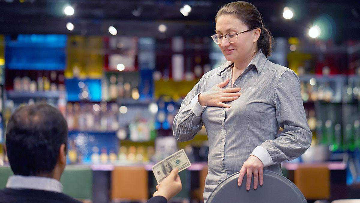 Sprawdź, czy otrzymujesz stawkę minimalną i boss wypłaca Ci odpowiednie napiwki