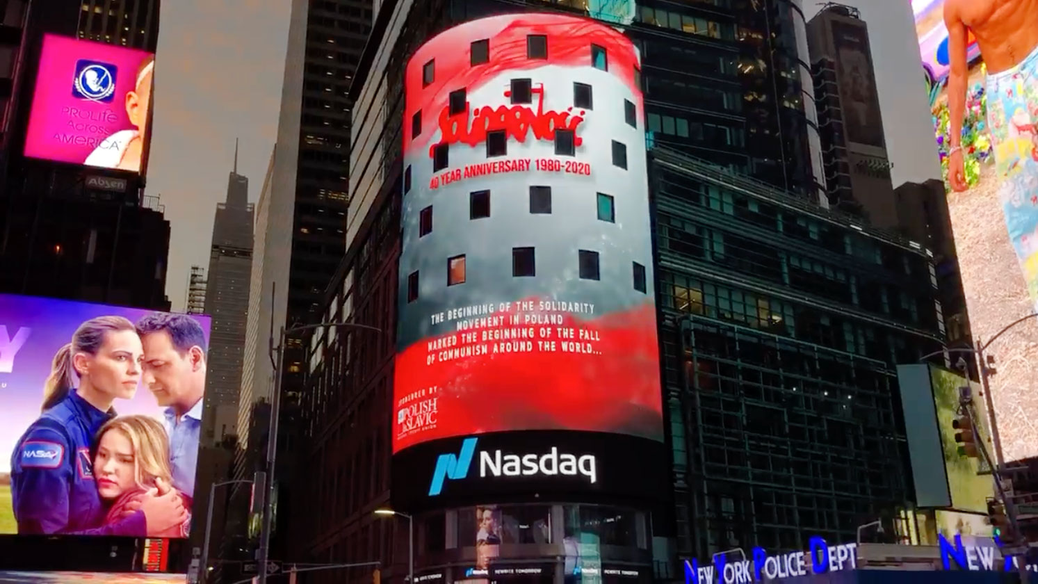 A Special Polish Animation on the NASDAQ Building in New York's Times Square. 40th Anniversary of 'Solidarity' movement