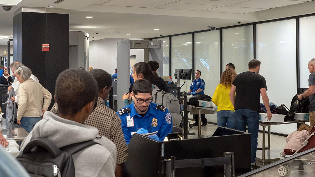 Niespodziewany koniec wzmocnionych kontroli pasażerów na lotniskach w USA