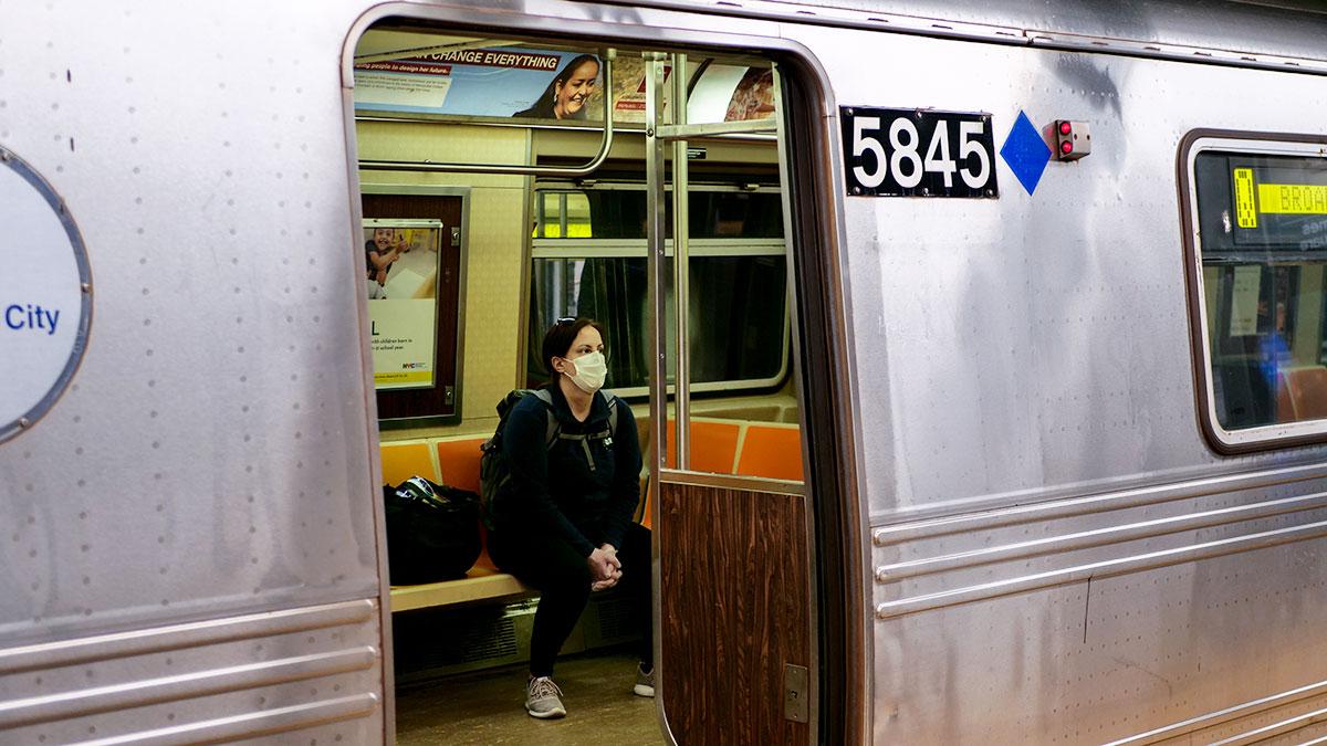 Grzywny dla osób bez masek w komunikacji miejskiej w Nowym Jorku