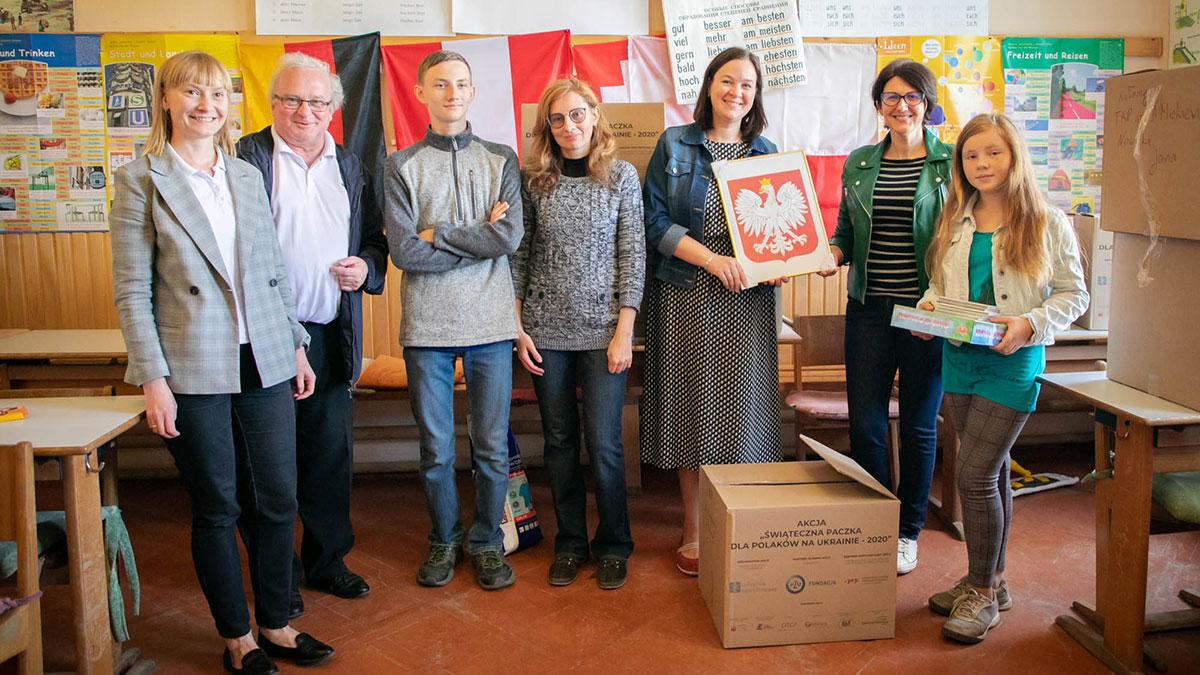 Poczta Polska pomogła przekazać dary rodakom na Ukrainie