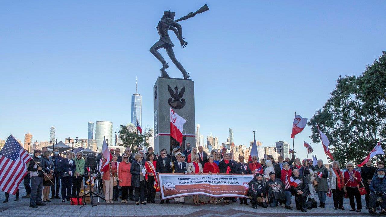 Pomnik Katyński w Jersey City - obchody 81. rocznicy napaści ZSRR na Polskę (zdjęcia)