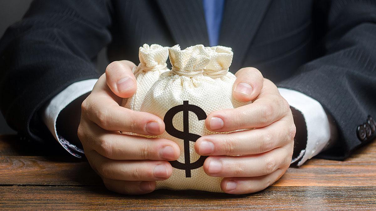 Koronakryzys a konto bankowe po śmierci właściciela w USA i w Polsce