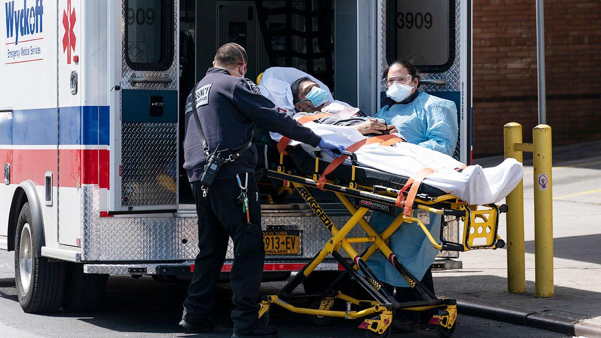 Blisko 215,000 ludzi zmarło na koronawirusa w USA