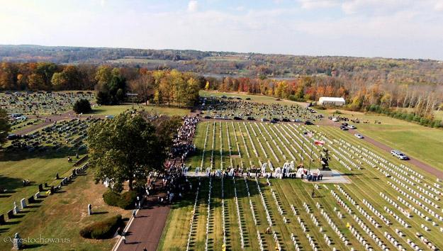 """Na Święto Wszystkich Świętych akcja """"Pamiętaj o Weteranach"""" na cmentarzu w Amerykańskiej Częstochowie w PA"""