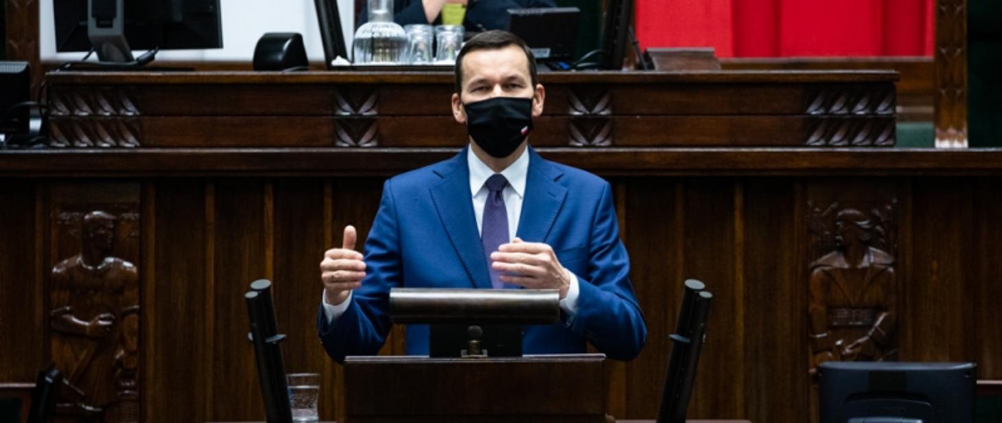 Premier Morawiecki: Główne zasady bezpieczeństwa w trakcie epidemii to: dystans, dezynfekcja, maseczka