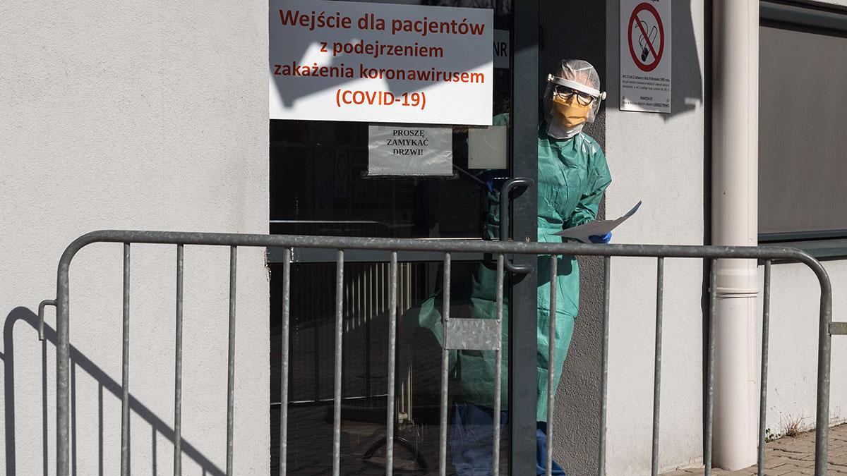 W Polsce z dnia na dzień więcej ludzi zakaża się koronawirusem