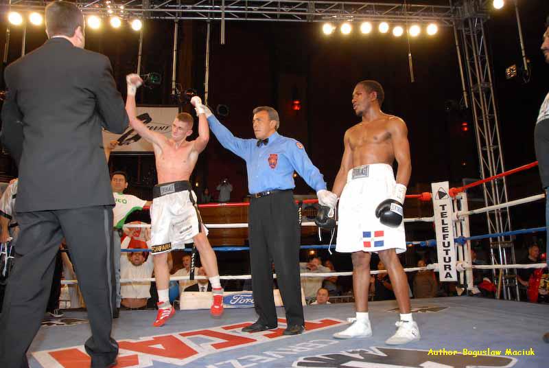 Zawodowy boks - wygrana Andrzeja Fonfary (Chicago, IL)