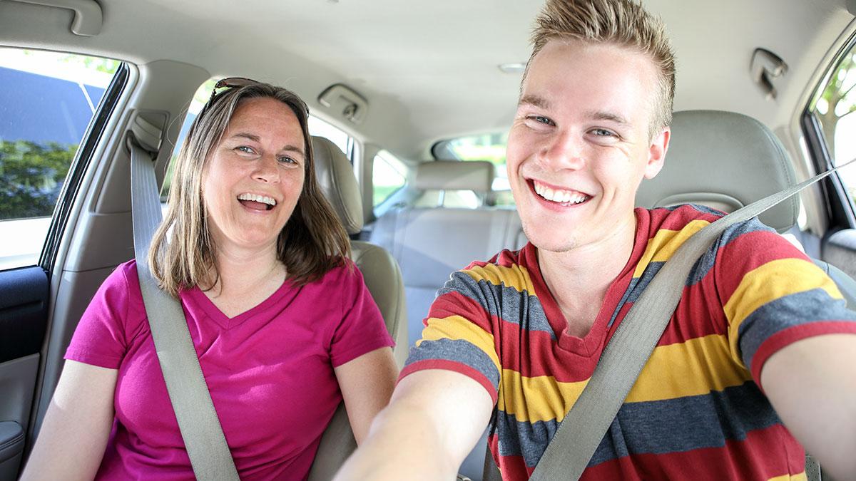 Dopisanie kierowcy do ubezpieczenia – co musisz wiedzieć?