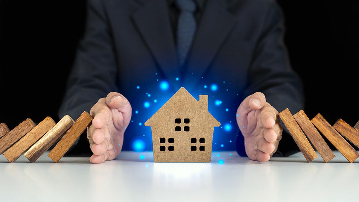 Ryzyka związane z posiadaniem domu drewnianego i jak się przed nimi chronić?