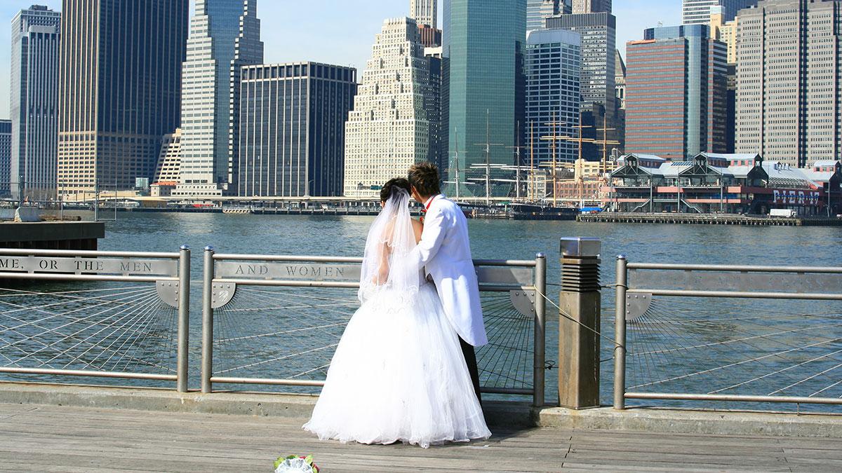 Weselne przyjęcia w Nowym Jorku od 15 marca. W Walentynki otwarcie restauracji