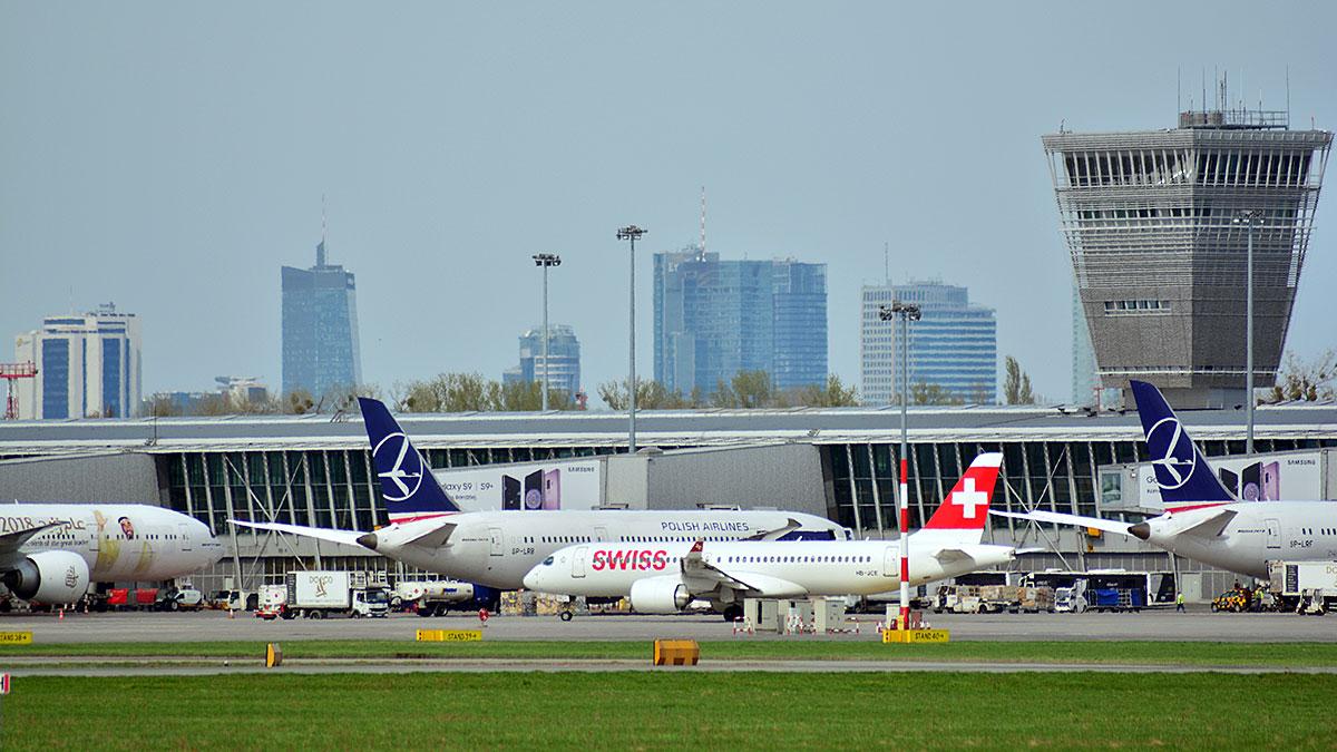 Podróżni ze strefy Schengen bez kwarantanny na Lotnisku Chopina w Warszawie