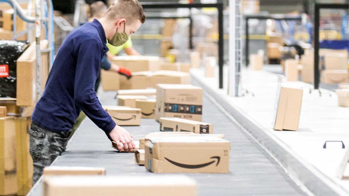 Amazon wkracza do Polski. Poczta Polska gotowa na zwiększenie usług kurierskich