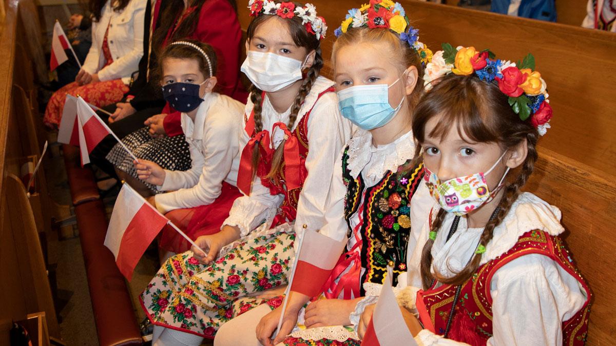 Dzień Flagi i Święto Polonii w kościele św. Stanisława Kostki