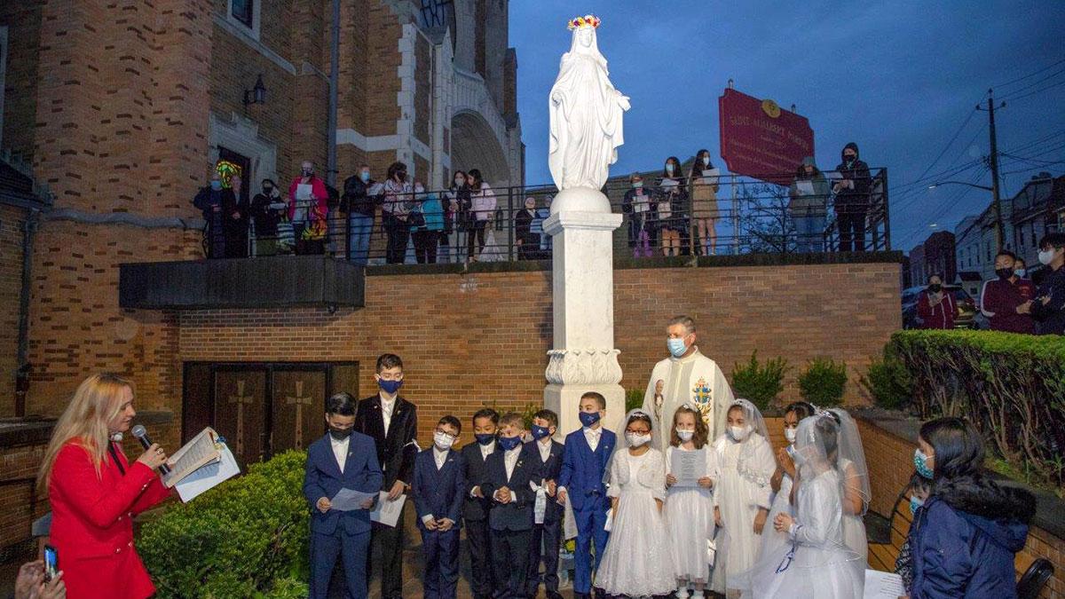 Fotoreportaż z koronacji figury Matki Bożej Niepokalanej w parafii Św. Wojciecha w Elmhurst, NY