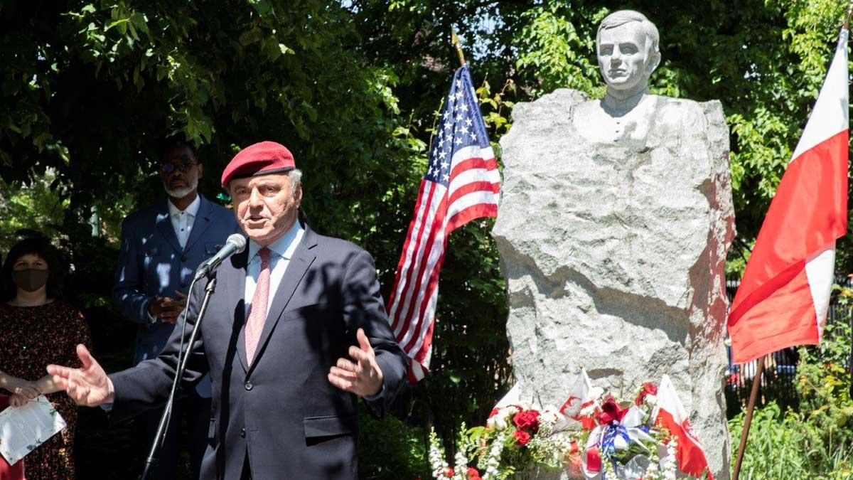 Polonijne spotkanie pod pomnikiem ks. Popiełuszki w McCarren Park na Greenpoint, NY