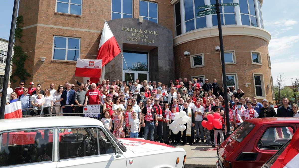 NY. Dzień Flagi i Święto Polonii przed Naszą Unią na Greenpoincie
