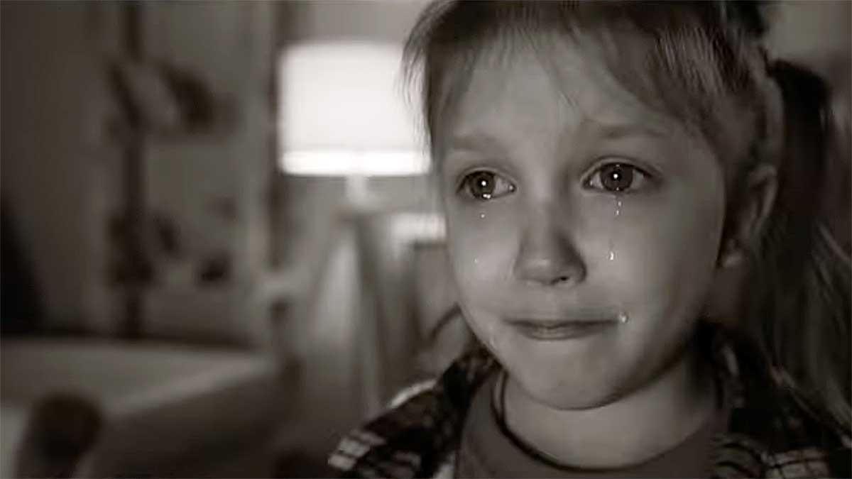 Czego doświadczają polskie dzieci zanim trafią do rodziny zastępczej?