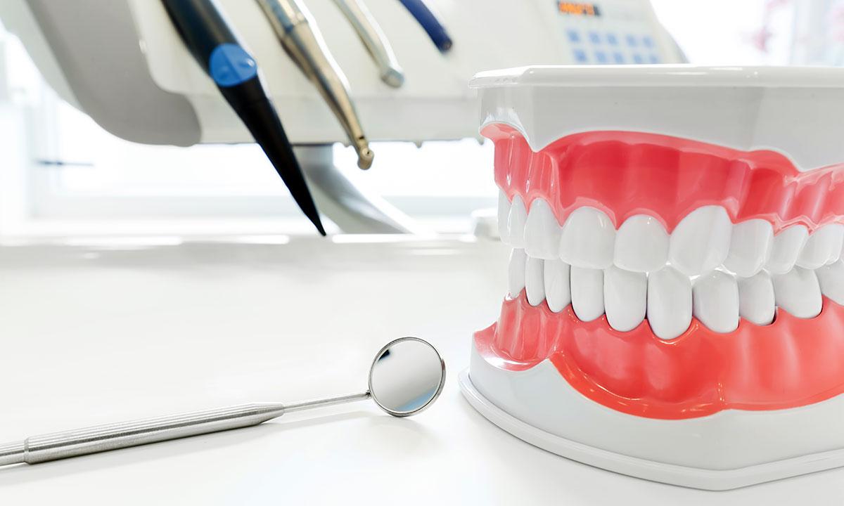 Naprawy protez w New Jersey w polskim laboratorium protetycznym Husar Dental Lab