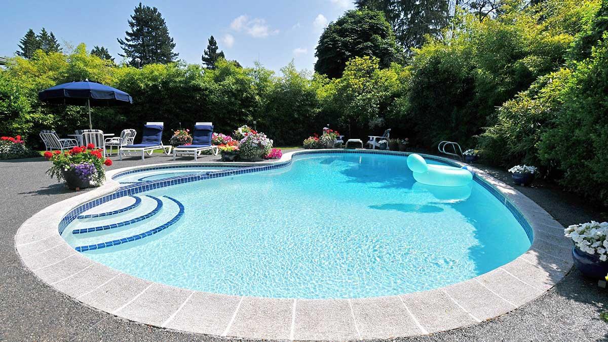 Basen przy domu w okolicach Jackson, NJ i Staten Island, NY? Potrzebujesz usług Lester Pools, Inc.
