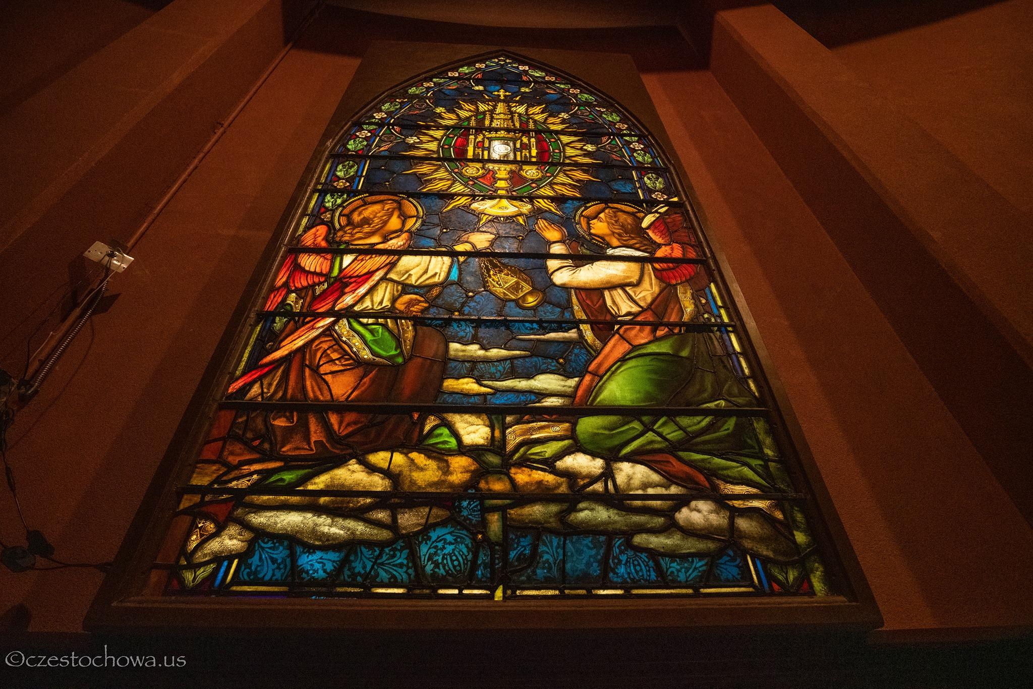Witraż, z zamkniętego kościoła Św. Wawrzyńca z Filadelfii, zamontowany w Amerykańskiej Częstochowie