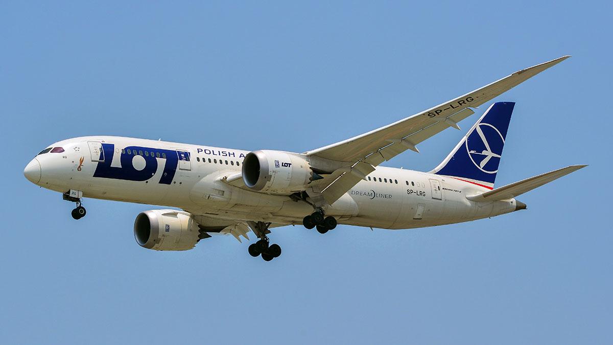 Pierwsi sportowcy Polskiej Reprezentacji Olimpijskiej polecieli samolotem LOT-u na igrzyska w Tokio