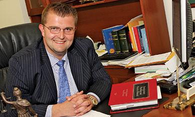 """Na sprawy kryminalne z """"wymazaniem"""" aresztów w NJ adwokat Michael Brucki z Linden"""