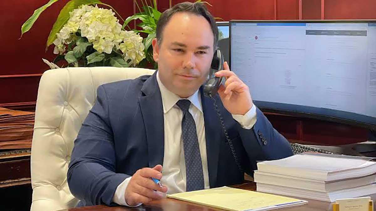Polski adwokat rozwodowy i na sprawy karne w Clifton i Linden, NJ - Darius Marzec