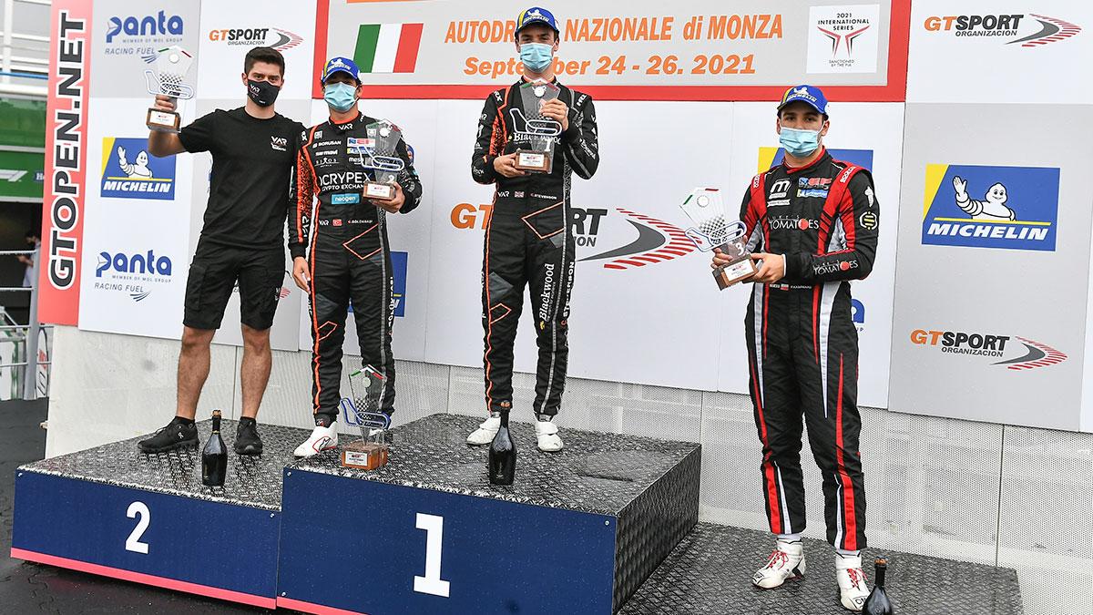 Filip Kaminiarz na podium w Formule 3