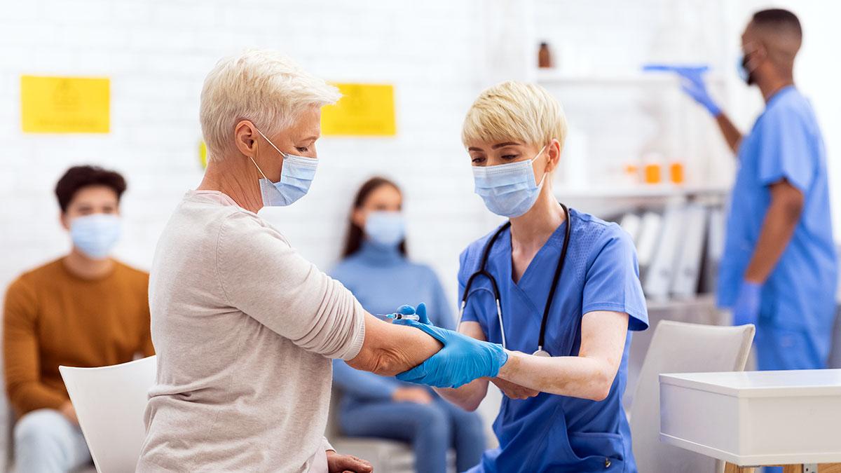 Szczepienia przeciw COVID-19 dawką przypominającą i dawką dodatkową uzupełniającą