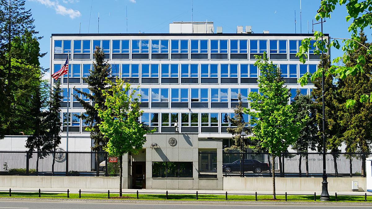 Ambasada USA w Warszawie. Ostrzeżenie dotyczące demonstracji w dniach 2-4 października 2021